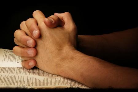 L'uomo ci vide di nuovo e cominciò a seguire Gesù lodando Dio
